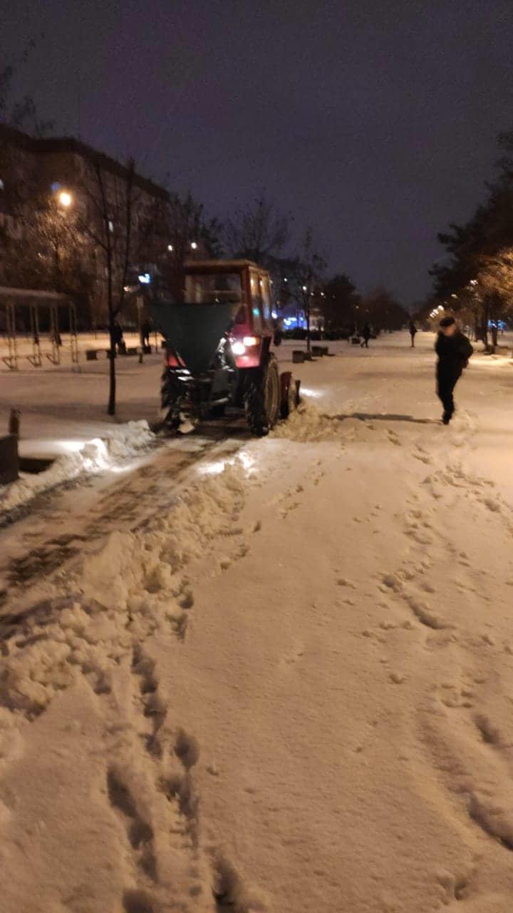 Как коммунальные службы в Днепре борются с последствиями снежного циклона, - ФОТО, фото-9