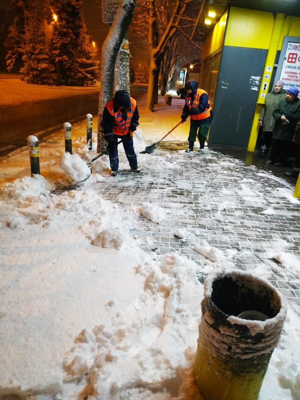 Как коммунальные службы в Днепре борются с последствиями снежного циклона, - ФОТО, фото-3