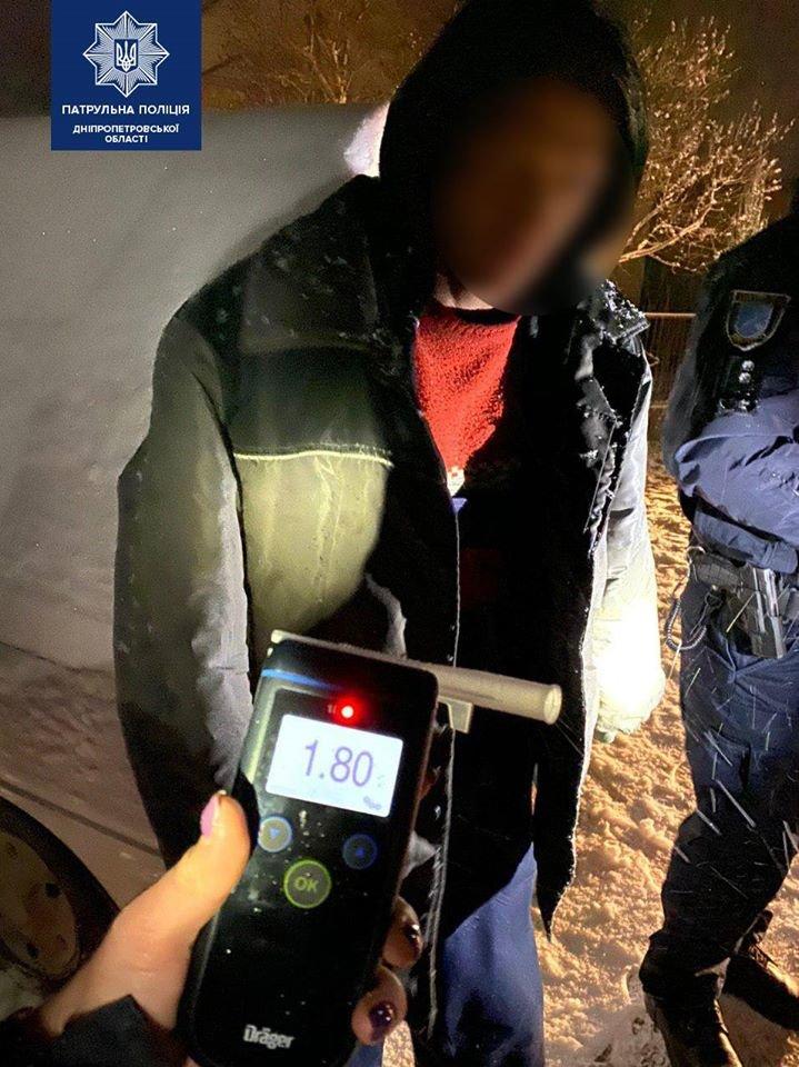 В Днепре задержали мужчин, устроивших ночной грабеж, фото-4