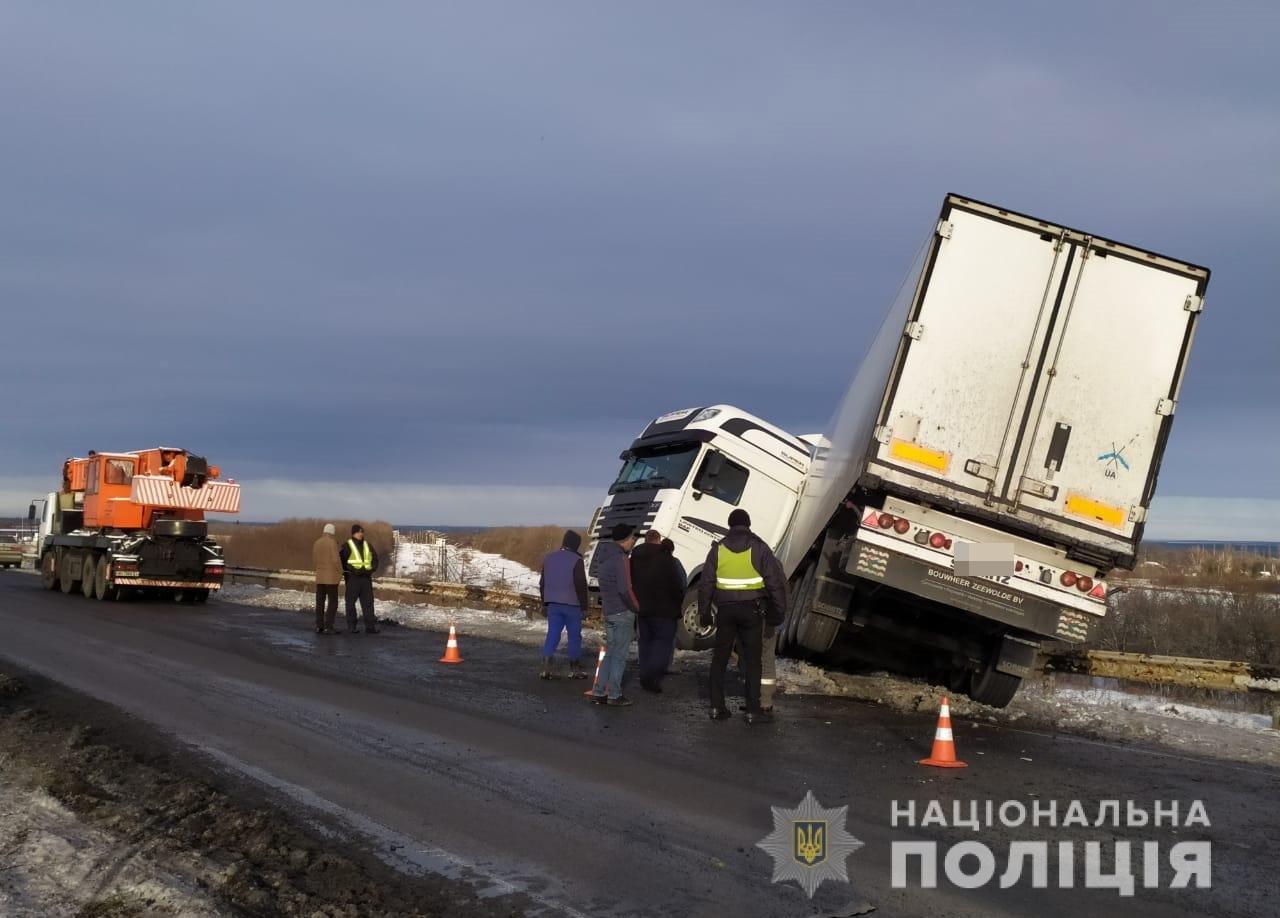 В первый снегопад в Днепропетровской области произошло 17 ДТП с учетом грузовых автомобилей, -ФОТО, фото-1
