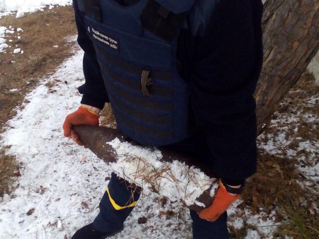 Житель Днепропетровщины на улице нашел боевой снаряд: что делать в таких случаях, - ФОТО, фото-1