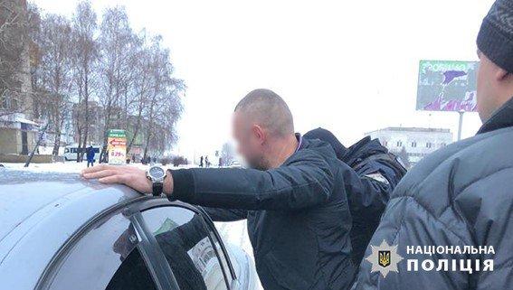 """На Днепропетровщине полицейскому предлагали ежемесячные взятки за """"закрытие глаз"""" на преступления, - ФОТО, фото-1"""