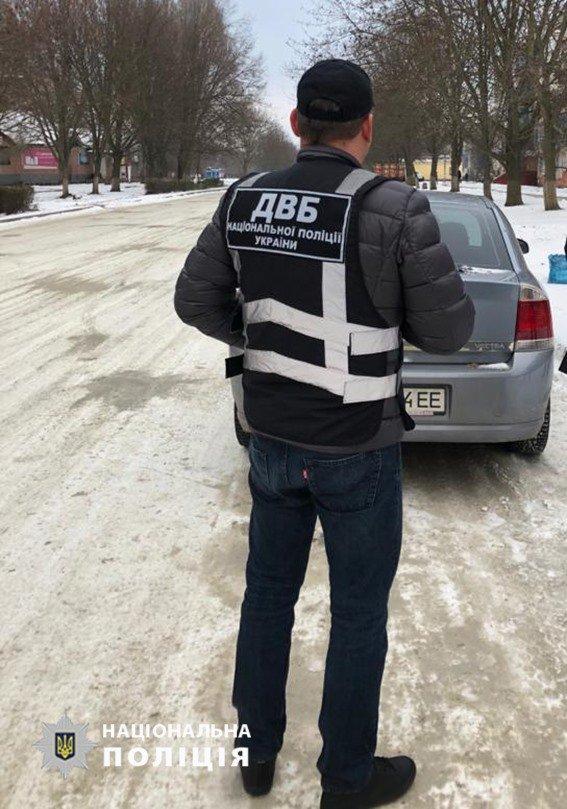 """На Днепропетровщине полицейскому предлагали ежемесячные взятки за """"закрытие глаз"""" на преступления, - ФОТО, фото-2"""