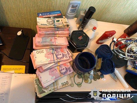 """На Днепропетровщине полицейскому предлагали ежемесячные взятки за """"закрытие глаз"""" на преступления, - ФОТО, фото-3"""