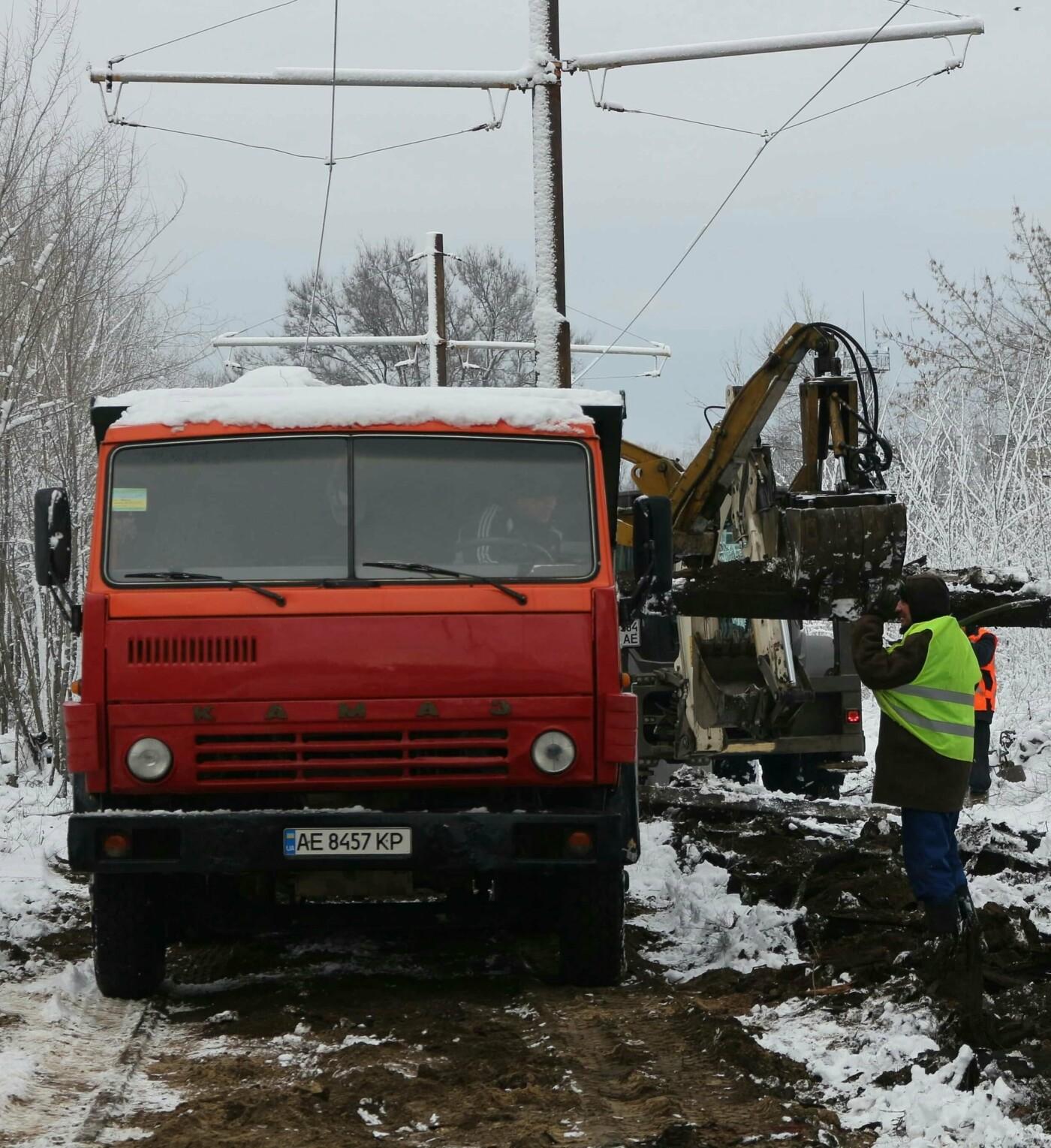 Коммунальщики Днепра капитально отремонтировали трамвайные пути на улице Строителей., фото-1