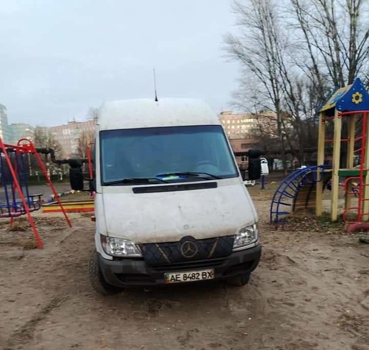 В Днепре детскую площадку превратили в автостоянку, - ФОТО, фото-2