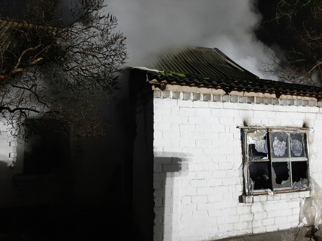 Под Днепром 10 спасателей тушили пожар: погиб мужчина, - ФОТО, фото-1
