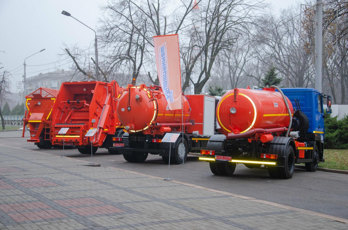 В Днепре устроили выставку новинок коммунальной и транспортной техники, - ФОТО, фото-1
