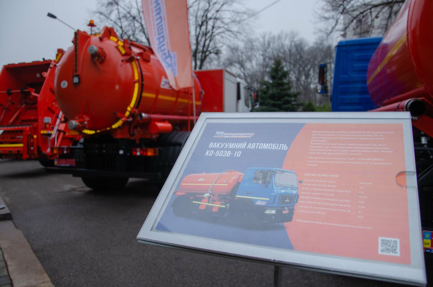 В Днепре устроили выставку новинок коммунальной и транспортной техники, - ФОТО, фото-8