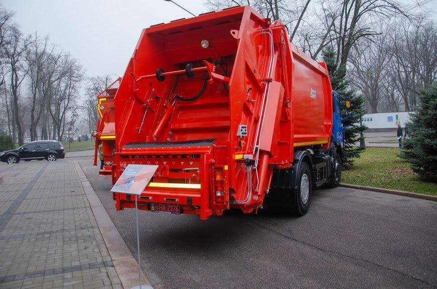 В Днепре устроили выставку новинок коммунальной и транспортной техники, - ФОТО, фото-3