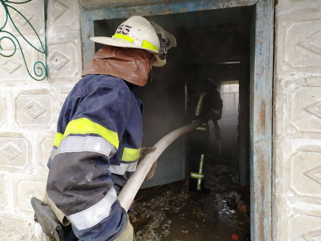 Под Днепром произошел пожар: есть пострадавшие, - ФОТО, ВИДЕО, фото-1
