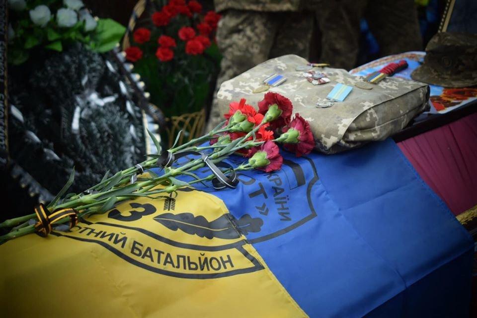 На Днепропетровщине похоронили бойца, который погиб в плену у боевиков, - ФОТО, ВИДЕО, фото-1