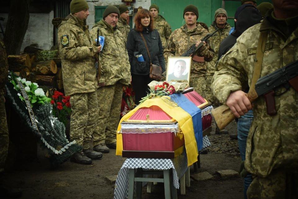 На Днепропетровщине похоронили бойца, который погиб в плену у боевиков, - ФОТО, ВИДЕО, фото-2