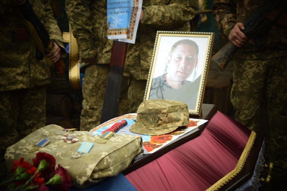 На Днепропетровщине похоронили бойца, который погиб в плену у боевиков, - ФОТО, ВИДЕО, фото-3