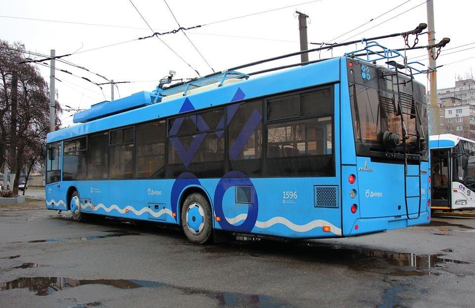 В Днепре разделили общественный транспорт по цветам и показали синие троллейбусы, - ФОТО, фото-2
