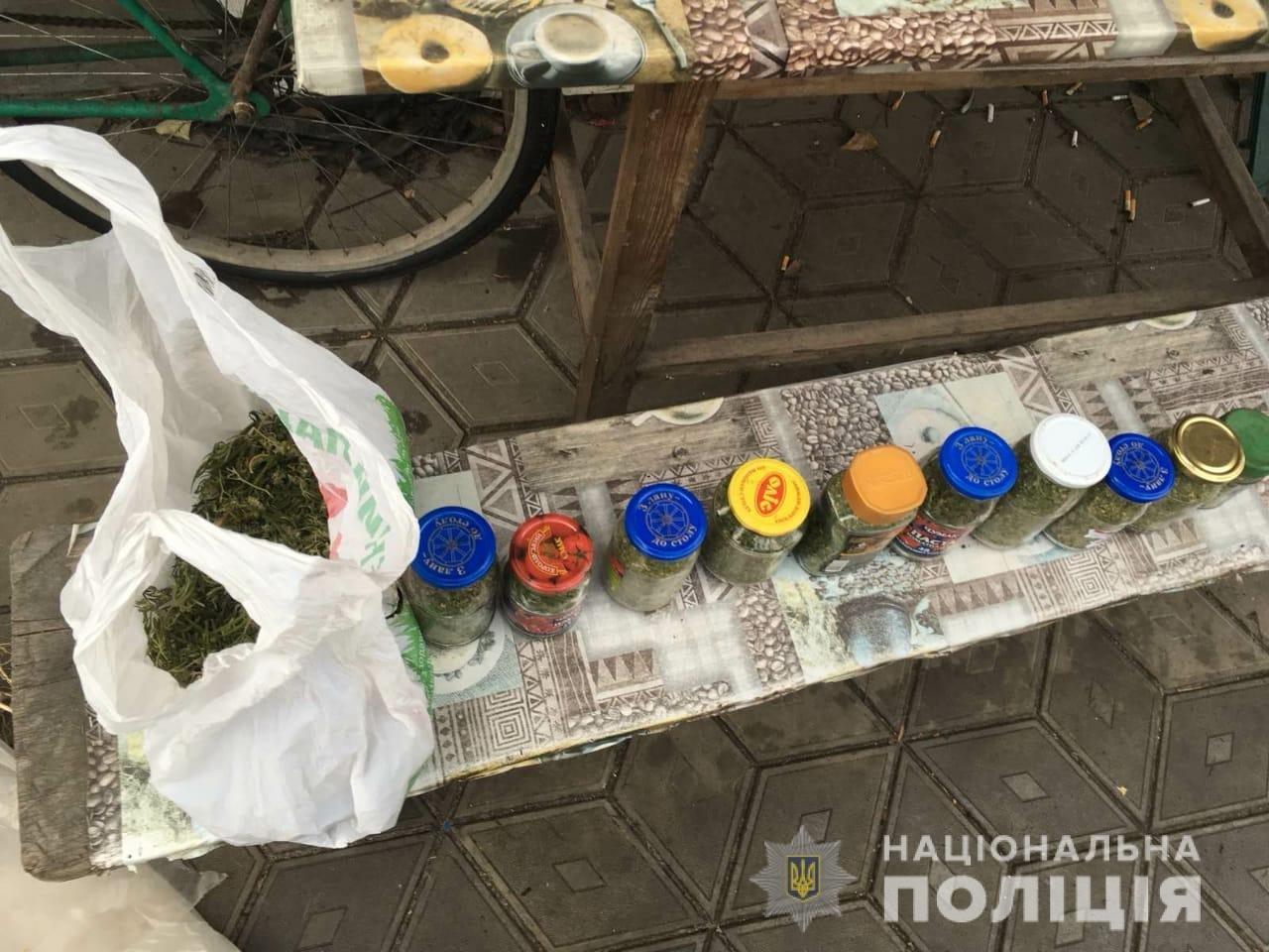 У жителей Днепропетровской области в домах нашли оружие и наркотики, фото-1