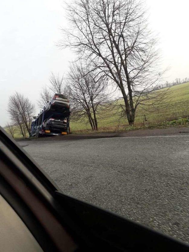 На трассе в Днепропетровской области автовоз с иномарками вылетел в кювет, - ФОТО, фото-2