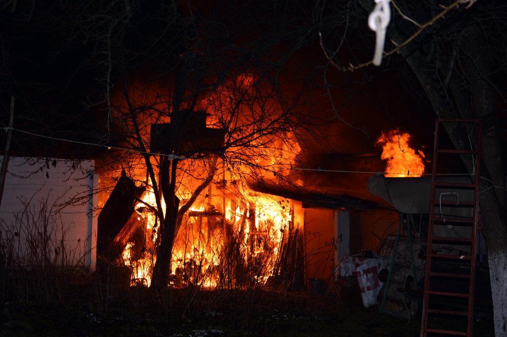 В Днепре 26 спасателей тушили пожар в частном доме, - ФОТО, ВИДЕО, фото-1