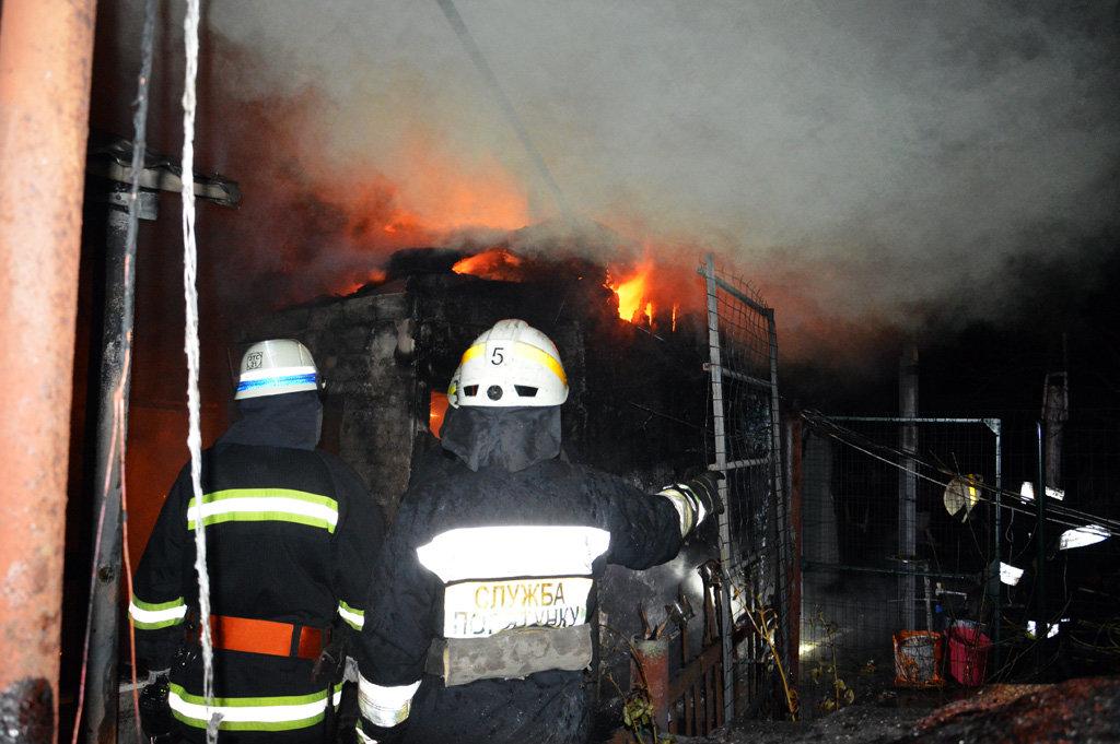 В Днепре 26 спасателей тушили пожар в частном доме, - ФОТО, ВИДЕО, фото-3