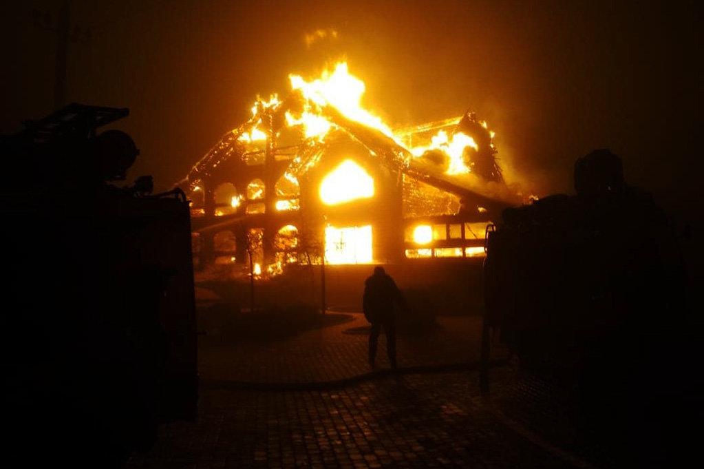 На Днепропетровщине произошел масштабный пожар в отельно-ресторанном комплексе, - ФОТО, ВИДЕО, фото-1