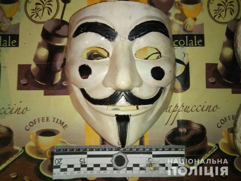 На Днепропетровщине несовершеннолетние в масках проникли в дом и напали на мужчину, - ФОТО, фото-1