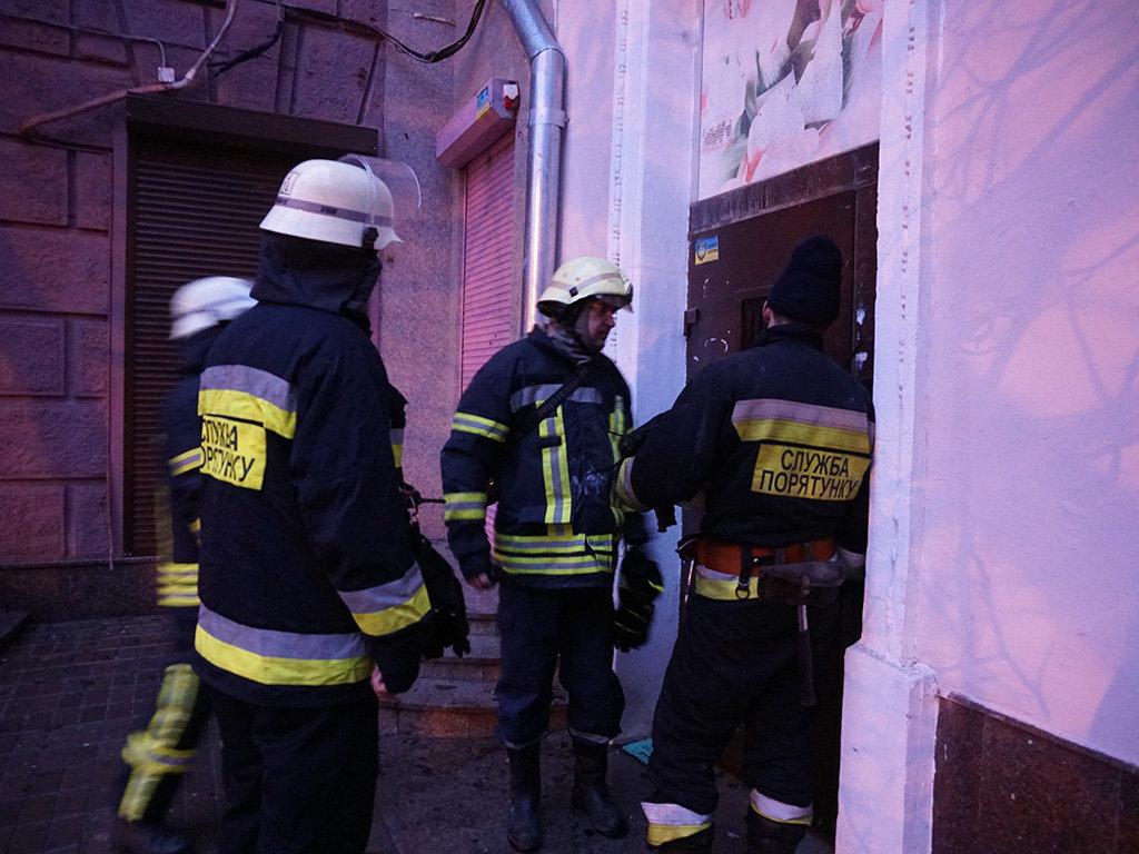В центре Днепра два пожара в квартирах: один мужчина пострадал и один погиб, - ФОТО, фото-5