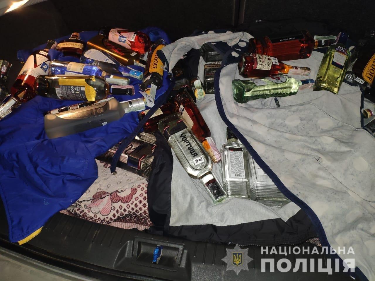 На Днепропетровщине полиция изъяла нелицензированный алкоголь и сигареты, - ФОТО, фото-1
