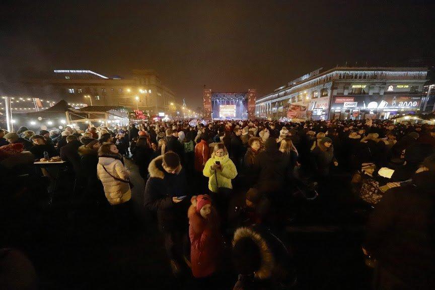 На открытии новогоднего городка и елки в центре Днепра собралось более 6500 горожан, фото-3