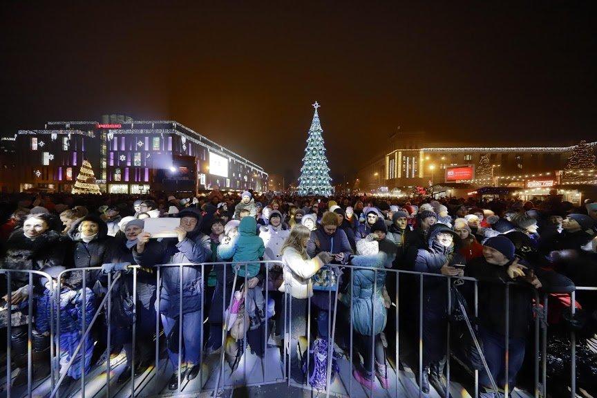 На открытии новогоднего городка и елки в центре Днепра собралось более 6500 горожан, фото-5