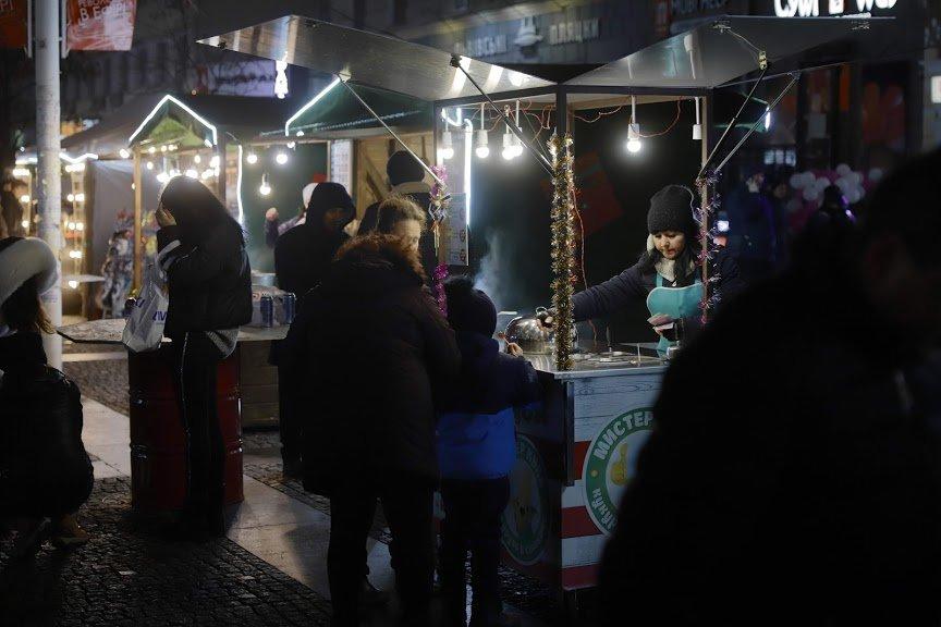 На открытии новогоднего городка и елки в центре Днепра собралось более 6500 горожан, фото-10