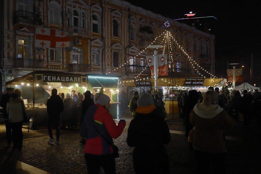 На открытии новогоднего городка и елки в центре Днепра собралось более 6500 горожан, фото-11
