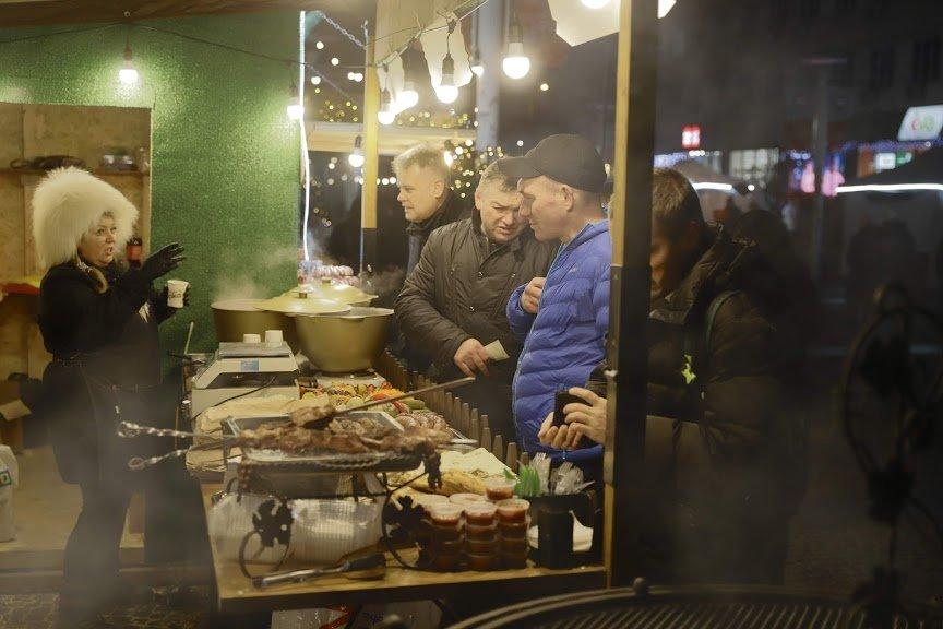 На открытии новогоднего городка и елки в центре Днепра собралось более 6500 горожан, фото-12