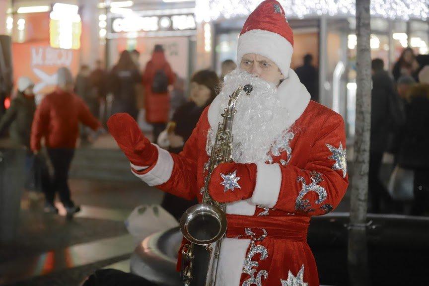 На открытии новогоднего городка и елки в центре Днепра собралось более 6500 горожан, фото-14