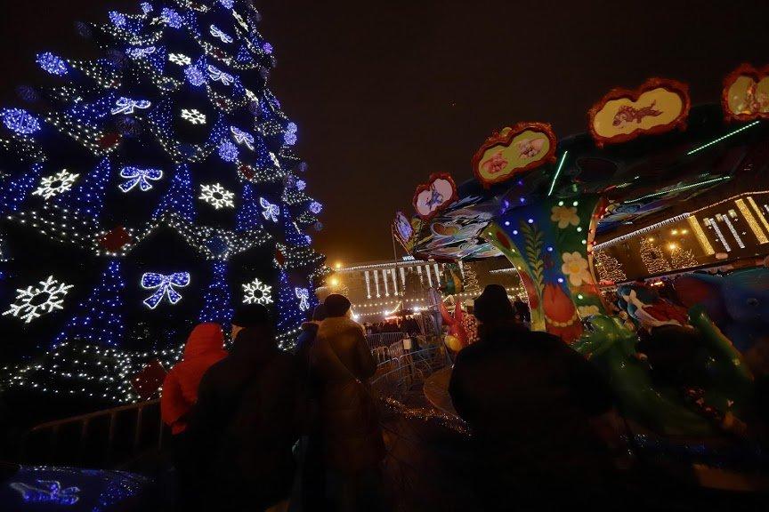 На открытии новогоднего городка и елки в центре Днепра собралось более 6500 горожан, фото-16