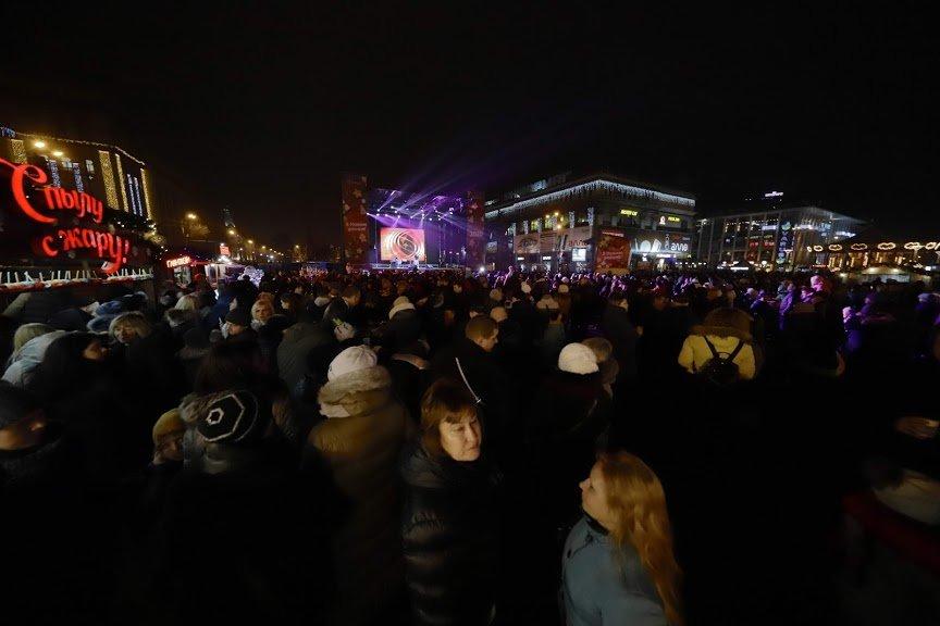 На открытии новогоднего городка и елки в центре Днепра собралось более 6500 горожан, фото-18