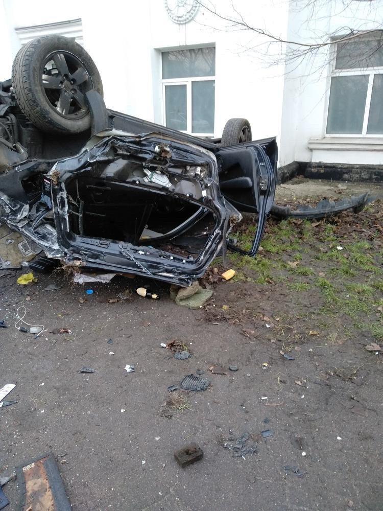 ДТП на Макарова: автомобиль врезался в стену и перевернулся, - ФОТО, фото-3