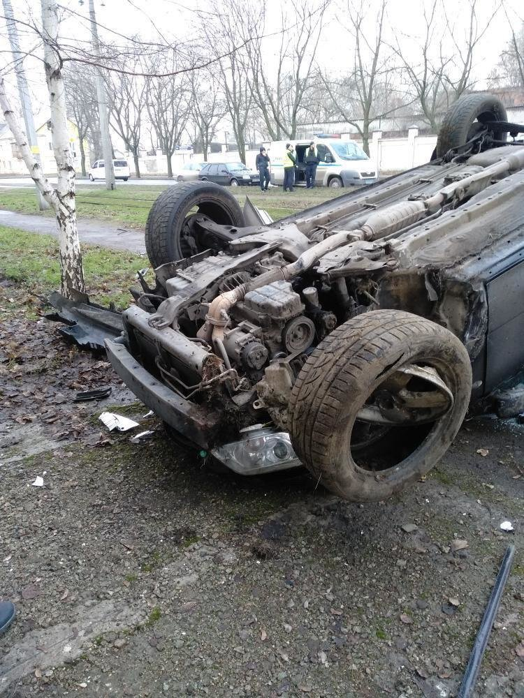 ДТП на Макарова: автомобиль врезался в стену и перевернулся, - ФОТО, фото-2