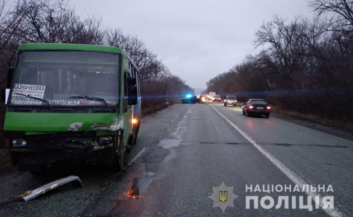 На Днепропетровщине случилось ДТП с участием рейсового автобуса, есть жертвы, - ФОТО, фото-2