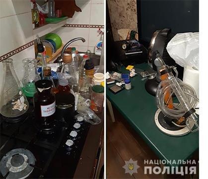 Пистолеты, сырье и почти 400 мобильных телефонов: что нашли в квартире вероятного наркоторговца на Днепропетровщине , - ФОТО, фото-2