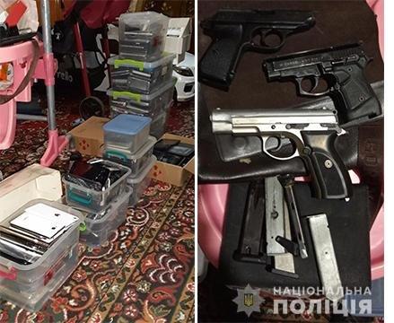 Пистолеты, сырье и почти 400 мобильных телефонов: что нашли в квартире вероятного наркоторговца на Днепропетровщине , - ФОТО, фото-1