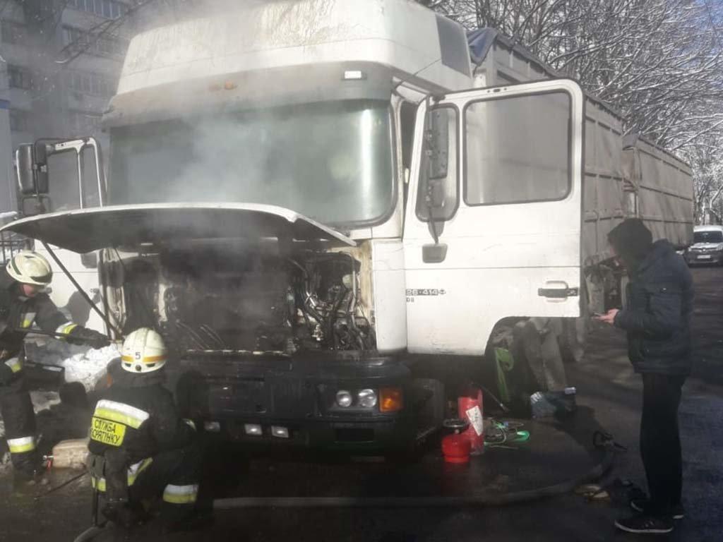 В Днепре загорелся грузовик, - ФОТО, ВИДЕО, фото-4