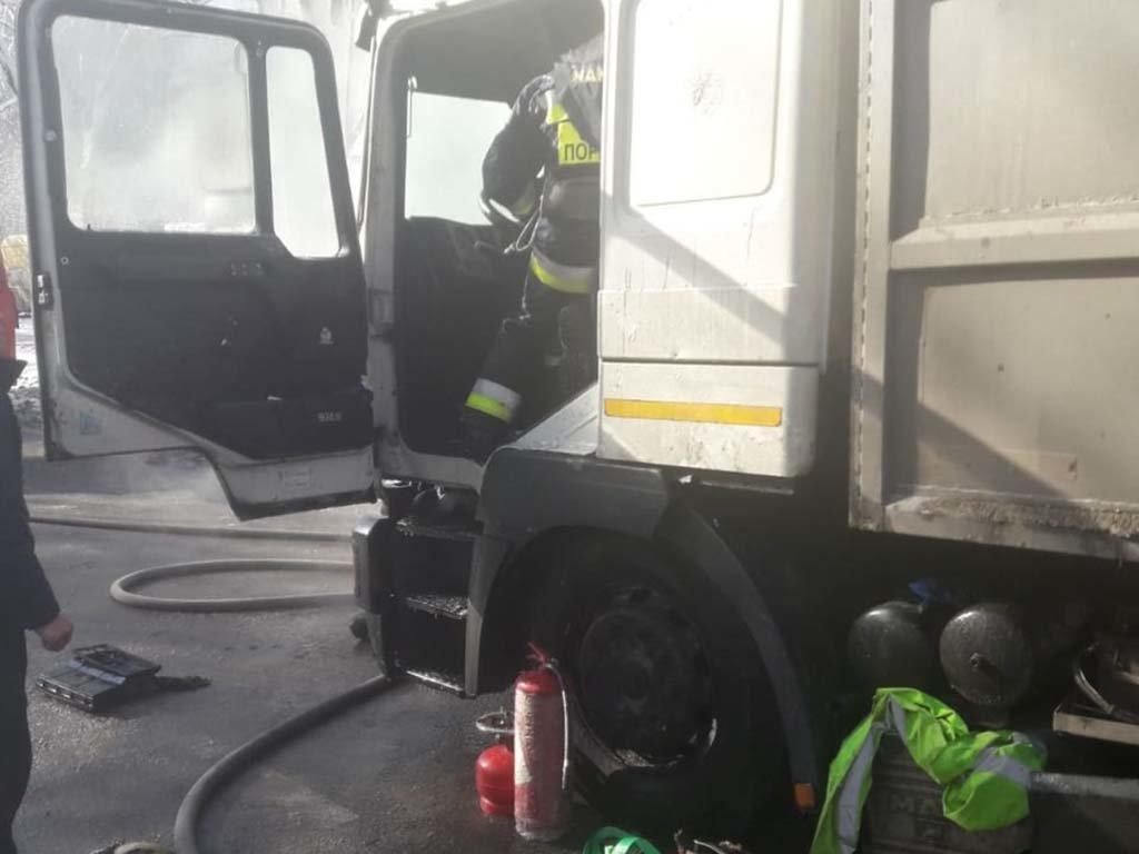 В Днепре загорелся грузовик, - ФОТО, ВИДЕО, фото-2