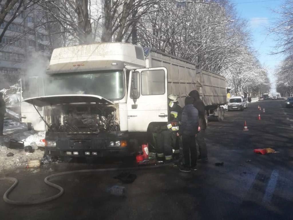 В Днепре загорелся грузовик, - ФОТО, ВИДЕО, фото-1