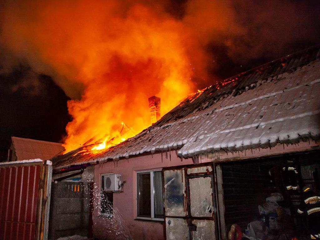 В Днепре 12 пожарных тушили пожар в частном доме, - ФОТО, ВИДЕО, фото-3