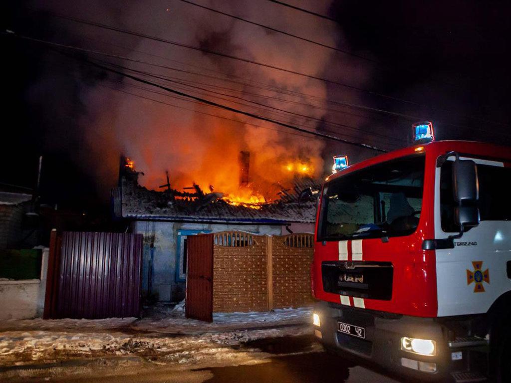 В Днепре 12 пожарных тушили пожар в частном доме, - ФОТО, ВИДЕО, фото-2