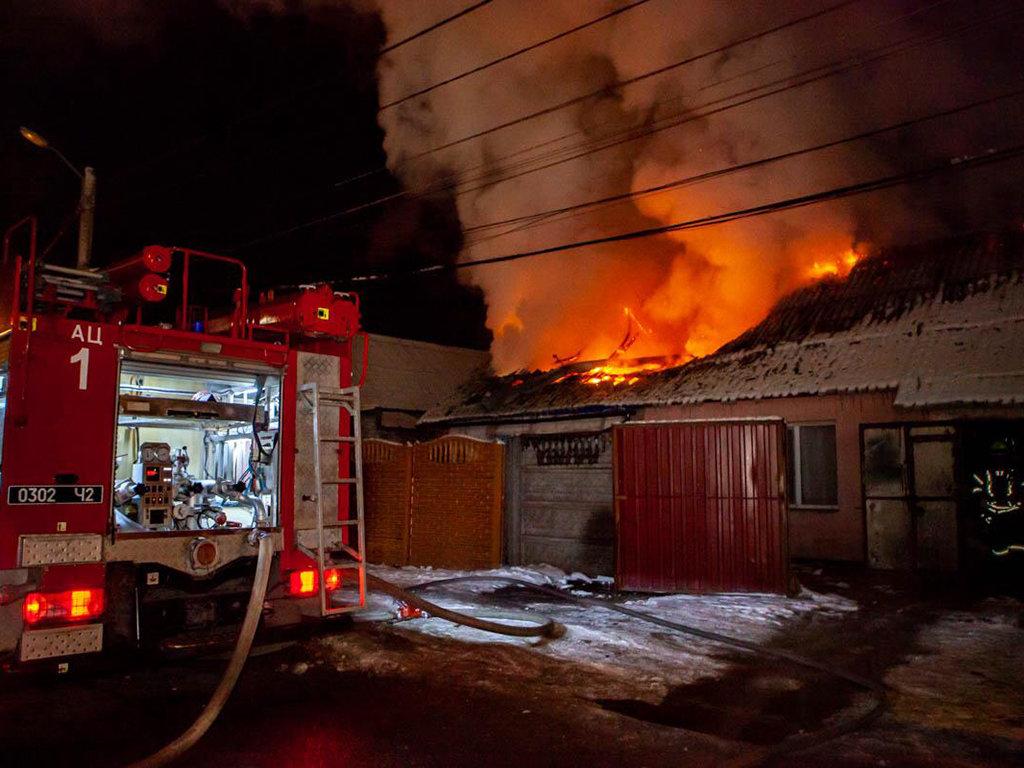 В Днепре 12 пожарных тушили пожар в частном доме, - ФОТО, ВИДЕО, фото-1