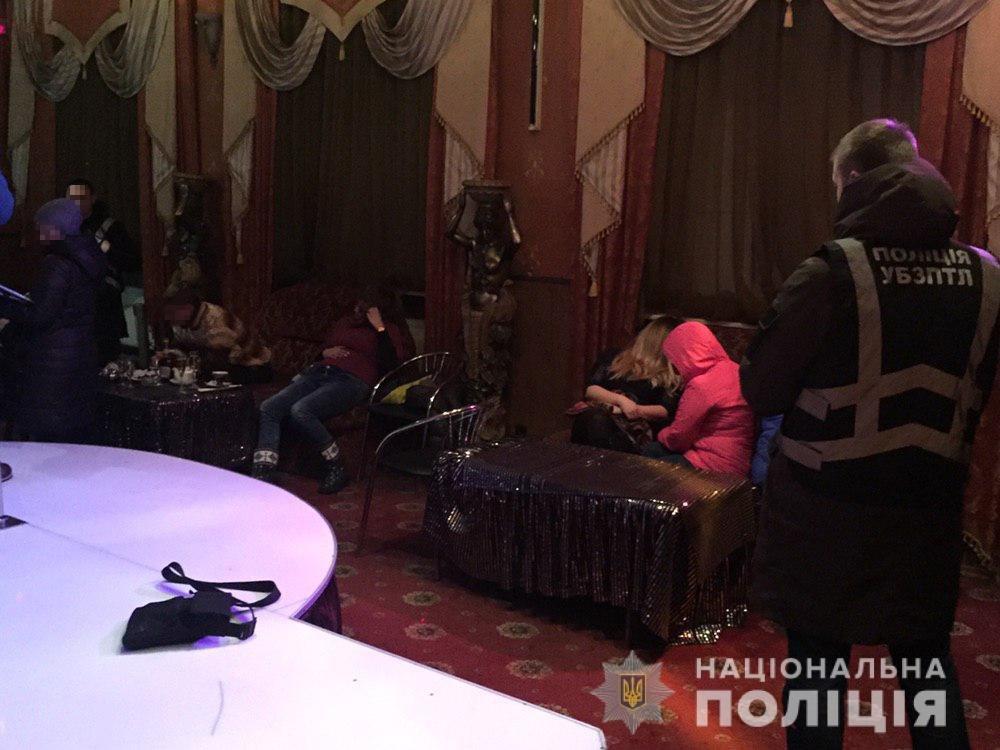 В Днепропетровской области работало два борделя, ежемесячная прибыль которых составляла сумму более миллиона гривен, - ФОТО, фото-2