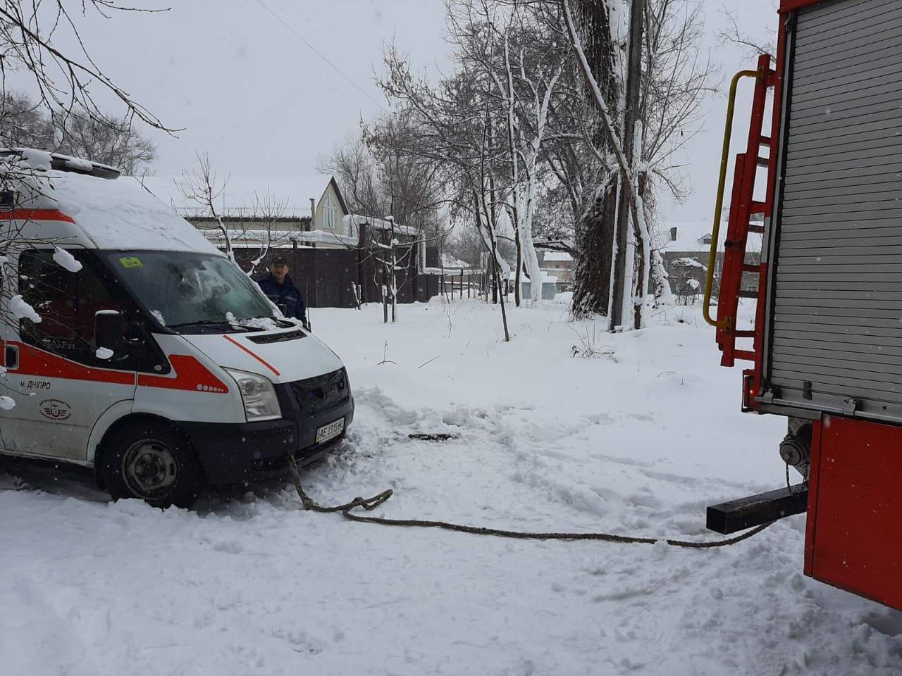 В Днепре скорая помощь застряла в снегу, - ФОТО, ВИДЕО, фото-1