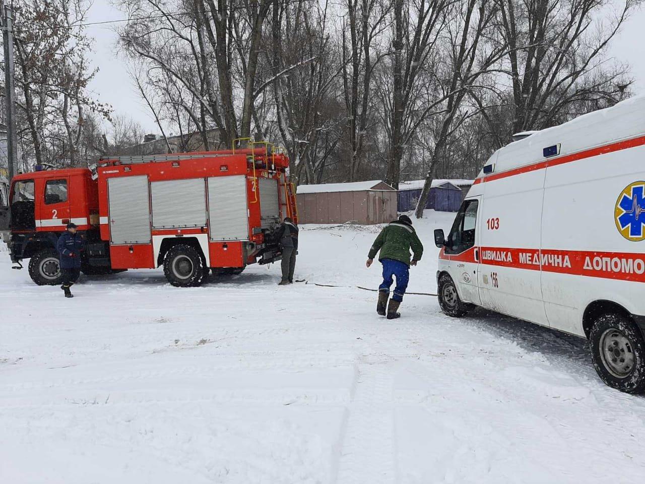 В Днепре скорая помощь застряла в снегу, - ФОТО, ВИДЕО, фото-2