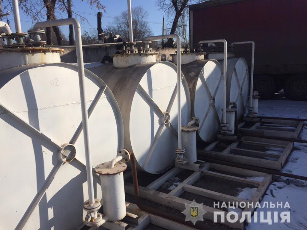 На Днепропетровщине полицейские закрыли незаконный нефтепереробатывающий завод и 5 АЗС, - ФОТО, ВИДЕО, фото-2